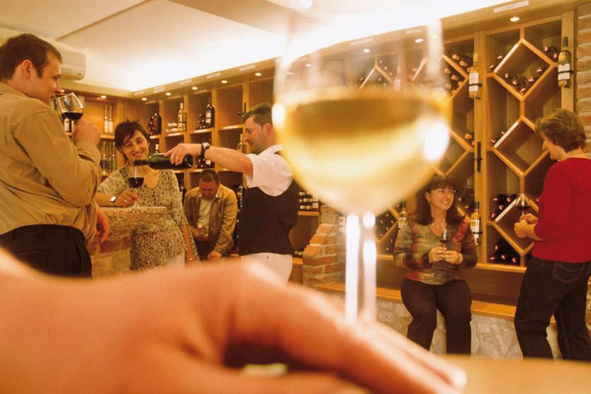 Weinglas in der Vinothek am Csaterberg